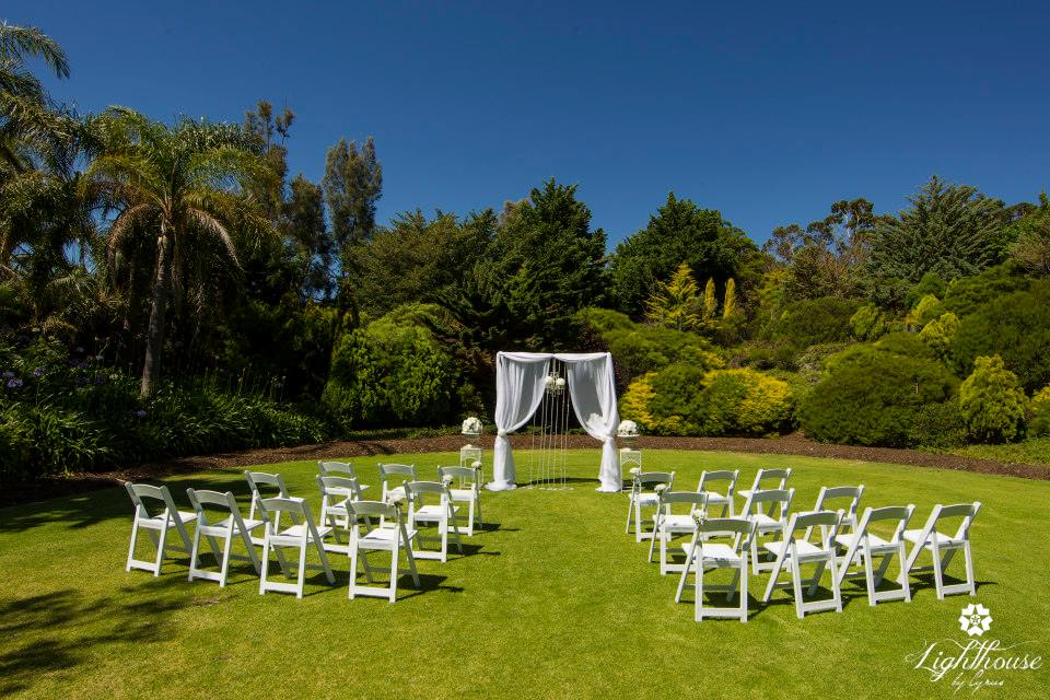 10 beautiful garden wedding venues in perth for Beautiful gardens to get married in